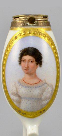 Frau mit roter Halskette, Porzellanmalerei, Pfeifenkopf, D0942