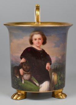 Kind mit Hund und Hut, Porzellanmalerei, Tasse, D2013