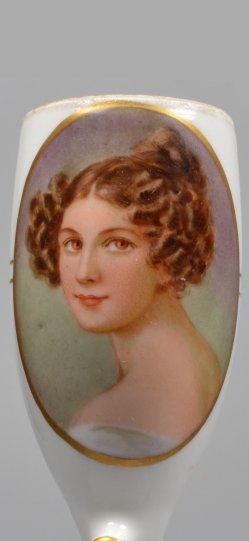Frauenportrait, Porzellanmalerei, Pfeifenkopf, D2012