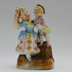 Zündholzgefäß mit Reibe, Porzellan, Mutter und Sohn, D2111