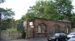 Buckauer Porzellanmanufaktur 2006, Fassadenreste und Eingang , Coquistr.2