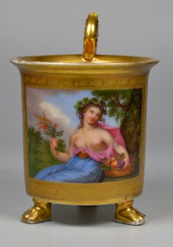 Reif zur Ernte, Allegorie, Porzellanmalerei, Tatzenfußtasse, D2283