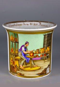 Töpferei und Erotik, Porzellanmalerei, Tasse und Untertasse, D2357